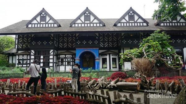 Salah satu lokasi wisat di Lembang yang tidak pernah kehabisan pengunjung adalah Farm House Susu Lembang