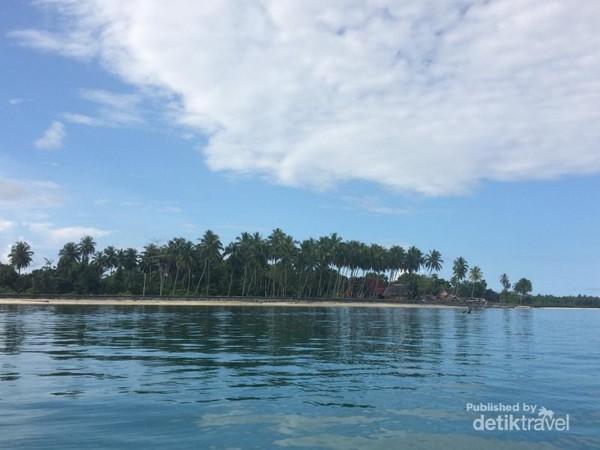 Pantai Mapadegat di Pulau Sipora, Kab. Kepulauan Mentawai