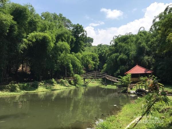 Sebuah jembatan bambu yang unik di wisata Boonpring.