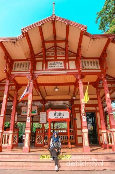 Bagian depan stasiun Hua Hin