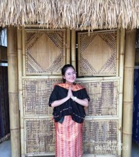 Saya dan baju adat suku Sasak.