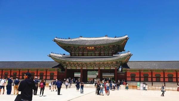 Gyeongbuk Palace, di Seoul, Korea Selatan.