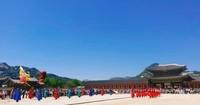 Suasana upacara secara keseluruhan di  Gyeongbuk Palace.