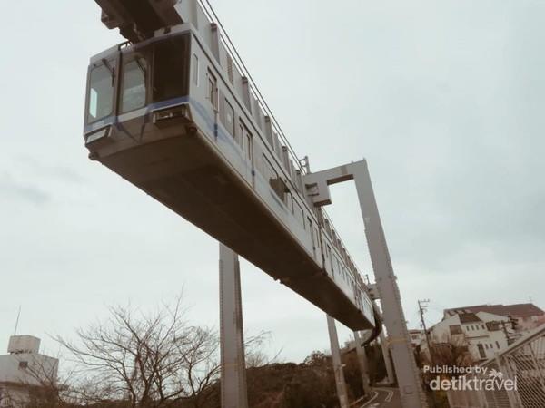 Shonan Monorail, salah satu pilihan tranportasi lain yang bisa di jadikan pilihan untuk menuju enoshima.