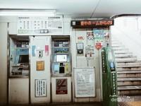 Mesin Tiket, tidak ada petugas sama sekali di beberapa stasiun yang berada di Ofuna.
