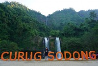 Salah satu destinasi air terjun di Geopark Ciletuh, Curug Sodong