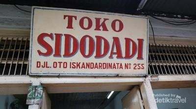 Toko Roti Legendaris Bandung yang Bikin Nostalgia