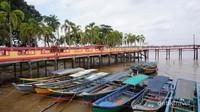 Ketek, sampan khas yang digunakan untuk ke Pulau Kamaro.