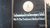 Wat Pho merupakan tempat lahirnya seni pijat tradisional Thailand