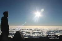 Pemandangan Lautan Awan dari Puncak Gunung Welirang