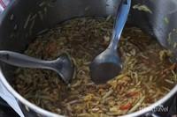 Rujak Es Krim Pak Nardi jadi primadona kuliner saat siang hari.