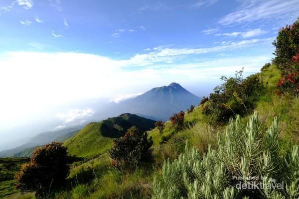 Landscape memukau dari Gunung Merbabu akan membius siapapun