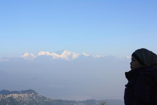 Menikmati Pegunungan Himalaya dari Tiger Hill