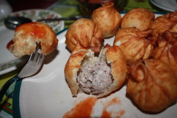 Salah satu menu favorit yaitu Momo, semacam dumpling berisi daging lembut, tersedia juga momo isi sayuran untuk vegetarian
