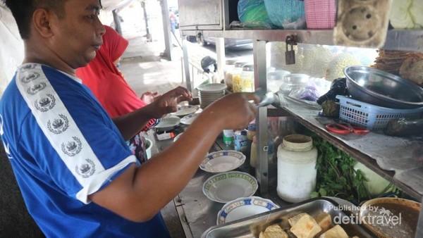 Di Semarang, banyak penjual tahu gimbal di sekitar SMA 1 Semarang atau berseberangan dengan Taman Indonesia Kaya