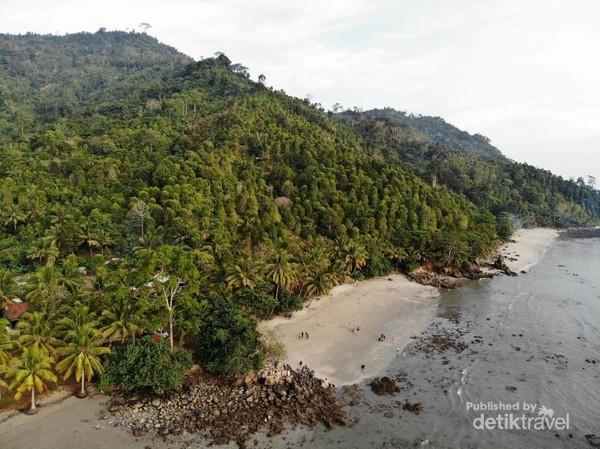 Panorama indah di Pantai Mutiara Trenggalek