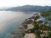 Perbukitan dan lautan sungguh perpaduan yang sempurna