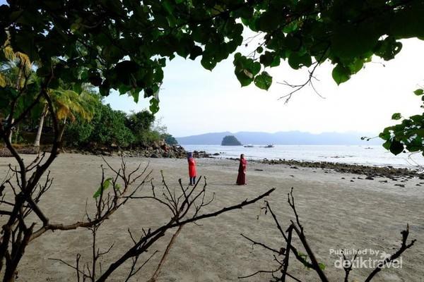 Jika datang ke Trenggalek jangan lupa datang ke Pantai Mutiara