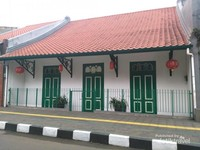 Rumah berasitektur Tiongkok dan Betawi menandakan bahwa mereka berasal dari Batavia (Jakarta).