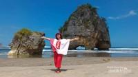 Indahnya Pantai Watu Maladong