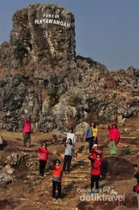Puncak Panyawangan,lokasi tertinggi dari hamparan karst
