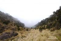Persiapan fisik dan perlenkapan pendakian adalah syarat mutlak jika ingin mendaki Gunung Sumbing