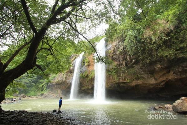 Keunikan Curug Sodong adalah aliran airnya yang seakan kembar