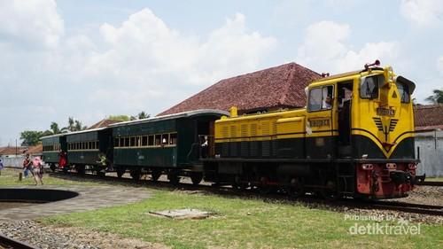 Foto: Stasiun Kereta Warisan Belanda di Ambarawa