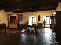 Tampak kamar tidur yang ada di dalam kastil