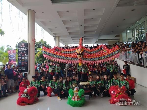 Pemain Barongsai dari Djinhoo Dragon  Dance