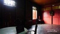 Kamar anak gadis, digunakan untuk tempat bermain anak gadis dan juga tempat menenun songket serta sarung