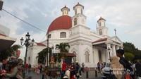 Gereja Blenduk yang merupakan gereja kristen tertua di jawa Tengah menjadi salah satu tempat populer di sini.
