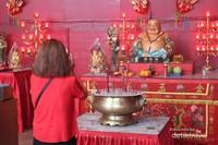 Berdoa kepada sang Budha
