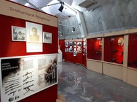 Bagian pertama museum dibawah Monumen Perjuangan Rakyat Jawa Barat. ada banyak penejelasan dan foto-foto megengai berbagai peristiwa. Selain itu ada rak-kaca yang menampilkan senjata asli yang digunakan saat berperang.