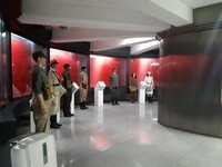 Patung-patung berseragam terntara Indonesia, tentara Jepang, dan tentara Belanda. Koleksi benda di museum ini sebagaian besar merupakan benda asli yang sebagiannya masih disimpan di ruangan khusus karena masih mengandung bercak darah.