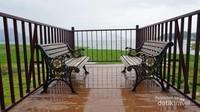 Beberapa spot dibangun untuk menikmati pemandangan waduk. Juga sebagai spot berburu foto instragramable
