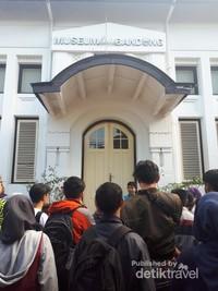 Museum Kota Bandung dahulu merupakan sekolah yang dimiliki oleh anggota Freemasonry di Bandung
