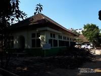 Bangunan Loji Hermes merupakan salah satu loji Freemasonry di Bandung. Sekarang tempat ini dikenal dengan uban legend