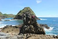 Batuan eksotis di Pantai Telawas