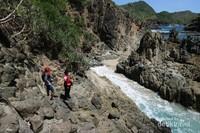 Indahnya tak kalah dengan pantai lain di Lombok.