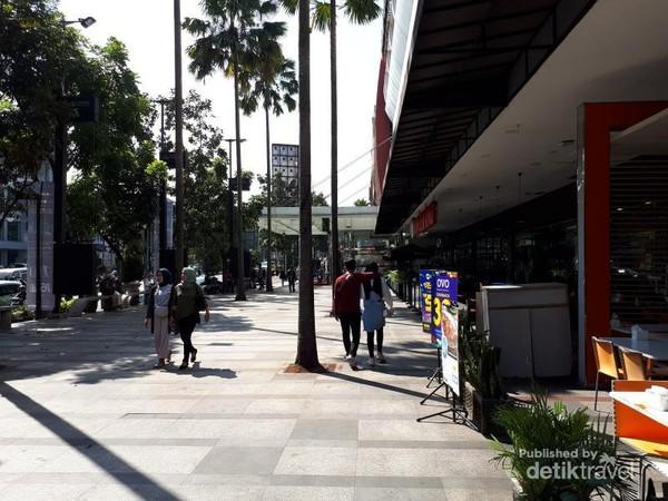 Olcoot Park merupakan sebuah taman yang yang diapit Jalan Merdeka dan Jalan Sumatera. Di dalamnya terdapat sebuah penginapan dengan nama Flat Olcottpark yang pada 1950an berganti nama menjadi Hotel Pakunegara. Tempat ini berhubungan erat dengan Perkumpulan Teosofi di Bandung.