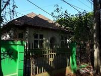 Tidak jauh dari Gereja Katolik Bebas S. Albanus, terdapat sebuah rumah yang terkenal sebagai salah satu urban legend di Bandung. Banyak orang menyebut rumah ini dengan sebutan
