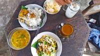Sajian menu: kopi arjuna, wedang jahe susu, bakmi jawa, dan nasi lodeh