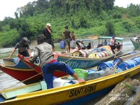 Long boat salah satu transportasi yang ada di Mahakam Hulu.