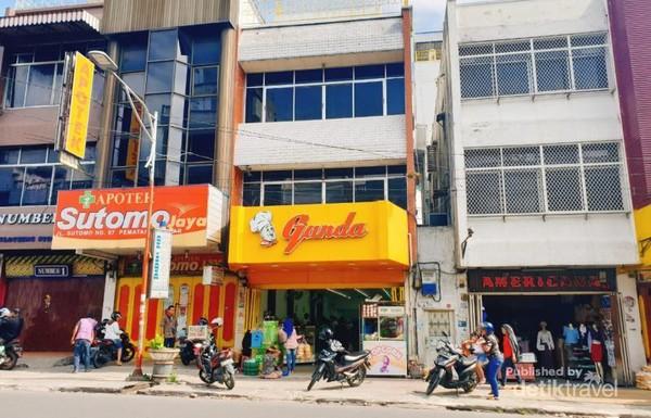 Toko Roti Ganda, di Jalan Sutomo, Pematang Siantar.