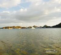 Kapal-kapal semakin mempercantik lautan di Labuan bajo.