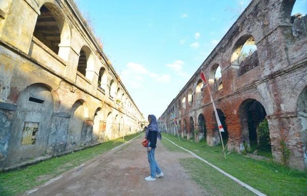 Bagian dalam Benteng Fort Willem I