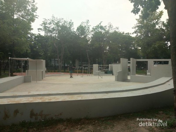Area untuk bermain skateboard.