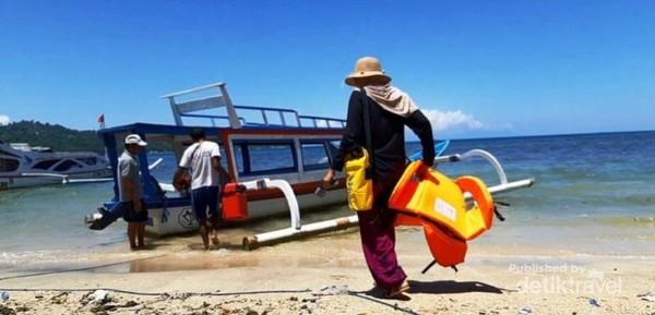 Kapal perahu nelayan sewaan lengkap dengan bootman dan peralatan senorkeling