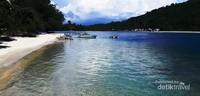 Gili Sudak Sekotong Lombok Barat, tempat makan seafood ditemani kelapa muda